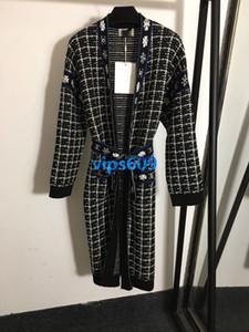 Для женщин вязать кардиган свитер с длинным рукавом V-образным вырезом средней длины Lattice Clover с письмом печати мода женщина трикотажные рубашки свитер кардиган