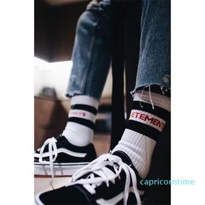 Siyah Beyaz 2 Renk Çorap Marka Tasarım Harf Çizgili çorap Popüler Logo Moda Çiftler Çorap yazdır