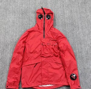 2020ss pedra piratas ilha 19ss jaqueta multifuncional fina de Homens C.P com óculos de proteção e multi bolso do casaco estilo funcional