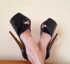 Mode Marke Rote Untere Plattform High Heels Sexy Nude Peep-Toe Rote Sohle Schuhe Frauen Pumps Glänzend Schwarz hochhackige Party Kleid Schuhe 16 cm