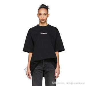Spring Summer 2019 Luxury Vetements Small Logo High Quality Tshirt Fashion Men Women Side Big Washing Label T Shirt Casual Cotton Tee Top