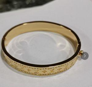 Tamaño de la marca 5.7 * 4.9 cm CZ de lujo Diamon Diseñador de calidad superior Brazaletes de oro 18K Pulsera chapada en oro negro Pulseras de acero inoxidable