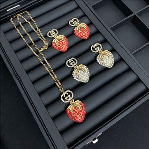 Retro Strawberry Diamond Earrings GG Letters Printed Jewelry Sets Brand Rhinestone Necklace Studs Women Designer Pendants