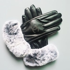 UG Guantes de cuero de lujo de las señoras de HANDWEAR ourtdoor guantes calientes de las mujeres de la marca de cinco dedos guante guantes invierno gruesa lana de esquí 021