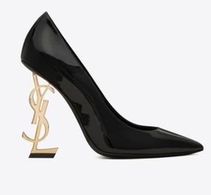 2019 scarpe da sposa unici vestito dai talloni di marca in pelle Vernice Scarpe punta aguzza sexy in scarpe da cerimonia nuziale Stock partito T Mostra Hot Sale Pompe