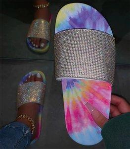 Les femmes de couleur Tie-dye chaussons d'été Drill Glitter bling Slides antidérapants Chaussures plates bas heel flip flops cristal bling Sandales vente D61008