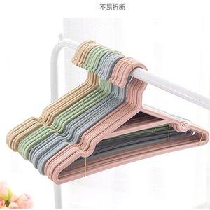I vestiti antisdrucciolevoli della famiglia che appendono i pantaloni del bambino scherzano il rack di essiccazione multiuso della cremagliera