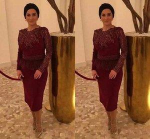 Stilvolle Burgund Mutter der Braut Kleider Langarm SpitzeApplique knielangen Short Mutter Abendkleider mit Feder 2019