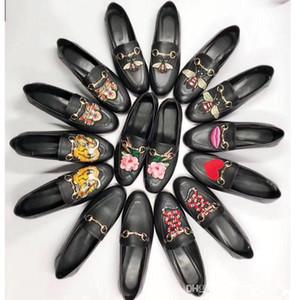 Luxe en cuir véritable et chaussures plates 2018 printemps et la saison automne métal enserre femmes chaussures hommes et femmes talon plat Designer chaussures simples