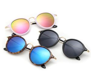 Мода Классический Круглые солнцезащитные очки Мужчины Женщины Марка Дизайнер металлический каркас очки Лучи ВС очки Женщина Баны Оттенки с корпусами
