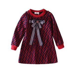Розничный ребенок девочки платья высокого качества трикотажные с длинным рукавом письма напечатаны принцесса платья для детей дизайнер одежды девочек платье бутик