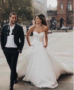 2020 Simple Satin Une Ligne Robes De Mariée avec Poches Sweetheart Robes De Mariée Mariage Zipper Retour Balayage Robe De Mariée Pas Cher