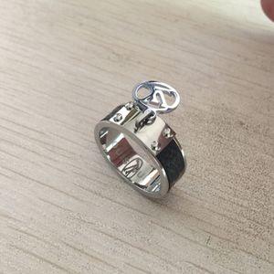Три цвета Титановая сталь Дизайн Стиль кольцо позолоченные любители кольцо классический дизайн горячее качество женские ювелирные изделия с экстравагантным штампом