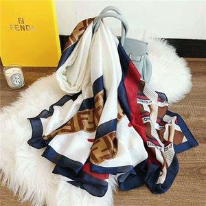 도매 2020 패션 손수건 격자 무늬 실크 스카프 여성의 브랜드 실크 스카프 여성 숄 인쇄 히잡