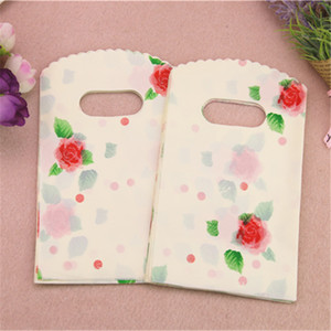 2017 New Design Wholesale 50pcs lot 9*15cm High Quality Small Beige Gift Packaging Bags With Rose Flower Favor Birthday Packing