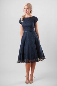 Vintage marine bleu dentelle robes de demoiselle d'honneur modeste courte avec mancherons une longueur au genou longueur femmes adultes informelles temple robe de soirée de mariage