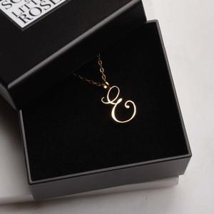 1pcs takı için İngilizce Başlangıç Alfabe E kolye minik İngilizce İlk Mektup E monogram çekicilik Metal kolye kolye monogram