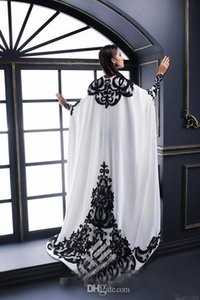 Neue weiße Abendkleider mit Satin Black SpitzeApplique Und Cape langen Ärmeln Formal lange Abschlussball-Kleider Party Kleid für besondere Anlässe