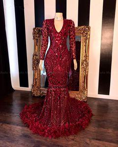 Темно-красные кружева перо Mermaid платья выпускного вечера 2020 черные девушки V шеи с длинными рукавами Поезд стреловидности Формальное партии вечера мантий Real Image