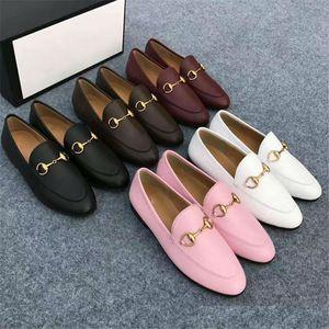 2020 Casual ayakkabılar Erkekler kadınlar Deri Tasarımcı Katır Princetown Düz Düz Otantik sığır derisi Metal toka ayakkabı moda lüks Tembel ayakkabı soled