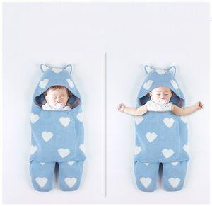 Yeni Sıcak Satış 3 Renkler Yenidoğan Bebek Örme Uyku Tulumları Kalp Baskılı Bebek Battaniye El Yapımı Şapka ile Süper Yumuşak Uyku Tulumu Sarılmış