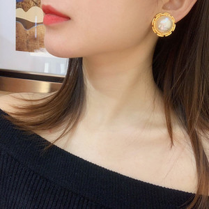 C2141 Avant-garde fashion design non perforated personalized flowers imitation pearl ear clip frosted texture earrings party gift