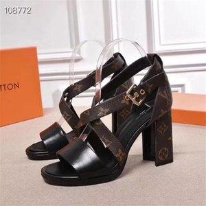 top1 mit Kasten L neue Sandalen Design Frauen aus echtem Leder Nieten High Heels-Sandale 35-41 Pantoffeln schieben Sandalen Unisex Outdoor-Beach-Flip-Flops