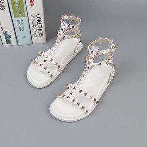 2019 Fashion sandali da spiaggia Sports Rivet sandali 2019 Nuovi prodotti Fondo spesso scarpe stile Rome Designer donna Scarpe Sandali casual