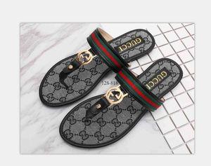 Yaz deri Kadın sandalet Plaj Mantar Terlik Flip Flop Shoes'un size35-42 ücretsiz Kargo 02 Günlük Çift Toka Takunyalar Slaytlar Kadınlar Kayma