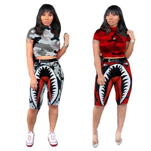 أزياء النساء السراويل رياضية العصرية رسالة ملابس القرش طباعة تي شيرت تي شيرت + سروال قصير اثنين من قطعة وتتسابق كامو المرقعة ملابس السباحة