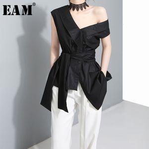 [EAM] Frauen-Verband Bogen Asymmetrische Bluse New Skew Kragen-Kurzschluss-Hülsen-lose Fit Shirt Mode Tide Frühling und Herbst 2020 J4950 MX200407