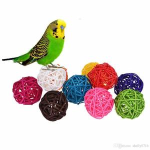 Parakeet Budgie Cage Aksesuarları Kuş Oyuncak oynamak için Renkli Rattan Toplar Parrot Oyuncak Kuş İnteraktif Bite Chew Oyuncak