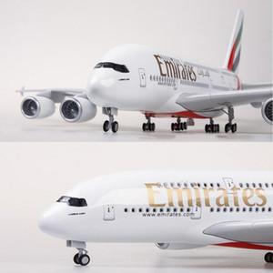 Escala 1/160 45.5cm modelo de avión Airbus A380 de Emirates Airline modelo de los aviones con luz de la rueda de resina de plástico fundido a troquel plano del juguete