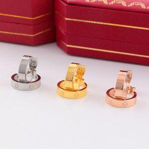 Kadınlar Hoop Küpeler Moda Aşk Tasarımcı Stud Küpe Düğün Takı 316L Titanyum Çelik Gümüş Rose Gold Küpe