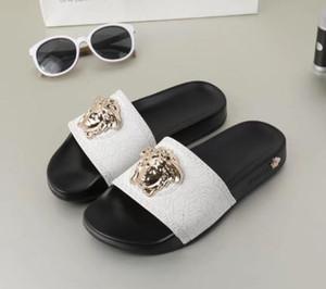 Versace slippers marca Hot Men Praia Deslize Sandals Scuffs Chinelos Mens preto branco Ouro vermelho Moda Praia slip-on chinelos sandálias de grife grife Xshfbcl