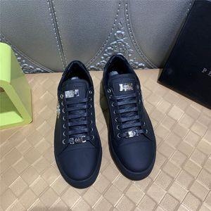20FW neue Art und Weise Jungen beiläufige Ebenen der Schuh Männer schnüren sich oben Wanderschuhe Segeltuchschuhe männliche feste Schwarz Weiß Rot Turnschuhe Schuhe