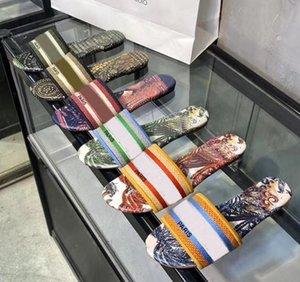 2020 Luxus-Leder-Damen Sandalen Sommer flache Slipper Mode Strand Frau Big Kopf Slipper Regenbogen-Buchstaben Pantoffeln 35-41