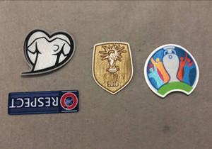 2020 EUR Qualifiers Patch JOGAR COM O CORAÇÃO RESPEITO Emblema de Futebol WC2018 Champion Impressão a Quente Etiquetas de Ombro Estamparia Braçadeiras