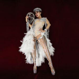El partido X84 viste un mono de diamantes de imitación femenino mono ajustado a la perla trajes de escenario dj pluma Vestido de plumas vestido de plumas vestidos de fiesta
