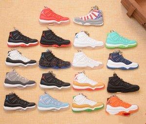 Esecuzione di alta qualità Mini scarpe portachiavi 3D della scarpa da tennis in gomma morbida multi stili trasporto libero disponibile
