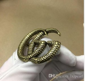 2020 Brand designer European and American luxury custom brooch classic letter snake design with brooch