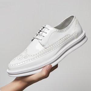 Yomior High Quality Men Shoes Vintage British Leather Flats Spring Summer Lace-Up Breathable Loafers Black White Brogue Sneakers