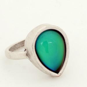 Giovani donne sveglie 12 colori cambio d'acqua goccia anello di pietra della Boemia di stile placcati argento antico dell'anello di umore MJ-RS047