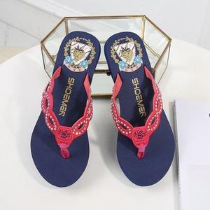 Venta caliente 2019 Hecho por el hombre nuevo estilo del verano sandalias diamante creativo de alta-talón de fondo grueso Beach flip-flops de Mujeres