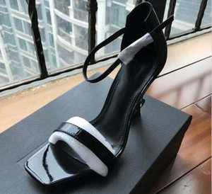 최고 품질 2019 고급스러운 디자이너 스타일의 특허 가죽 스릴 발 뒤꿈치 여성 고유 문자 샌들 드레스 웨딩 신발 섹시한 신발