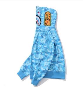 가을 겨울 새로운 힙합 Streetwear 자 수 상어 Camo Spilce 카디 건 코 튼 까마귀 고품질 남성 자 켓 스웨터