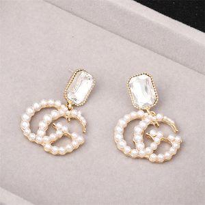 Pendientes de marca de moda con perlas Pendientes de letras delicadas para las mujeres Tendencia Pendientes colgantes Accesorios