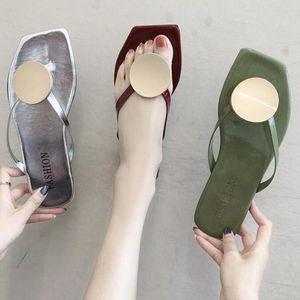 2020 Chaussures d'été femme Chaussons tête carrée clip Toe usure pantoufles plates sandales de plage femmes Sandales d'été de SH303