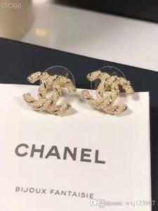 Großhandels-und amerikanische Klassiker Buchstaben Hirse Perle Gestüt S925 Sterling Silber Nadel modisches Temperament Ohrringe