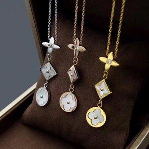 Neu kommt Art und Weise Lady 316L Titan Stahl V Brief 18K Plaqué Halskette mit Perlmutt Quasten Drei Blumen-Anhänger 3 Farbe